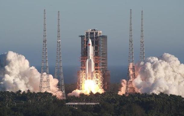 Китай запустил новую ракету с космическим кораблем