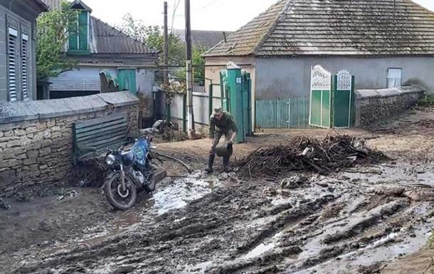 На Одесчине буря вырвала деревья с корнями