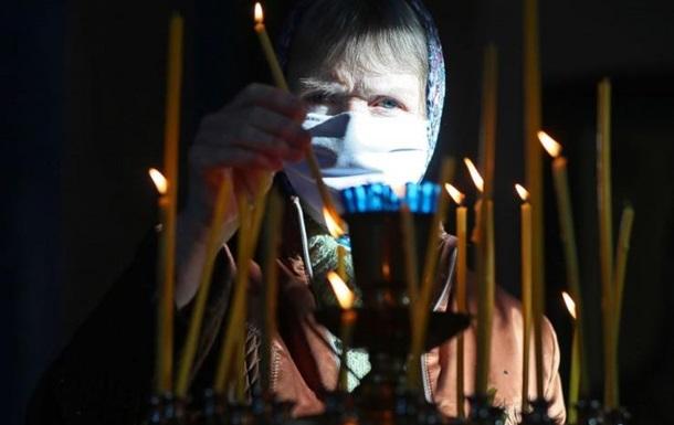 Там Правят Пасху в Церки тут продают маски в Эпицентре. Служить Богу или мамоне?
