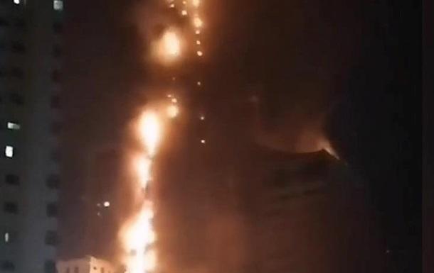 В ОАЕ пожежа охопила майже весь хмарочос