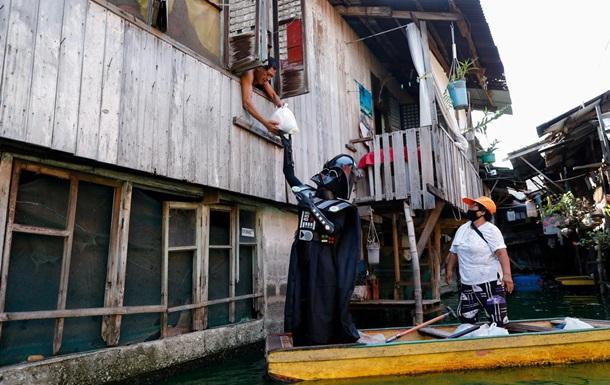 Дарт Вейдер следит за соблюдением карантина в филиппинской деревушке