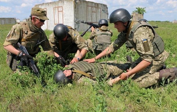 На Донбассе 15 обстрелов, двое раненых