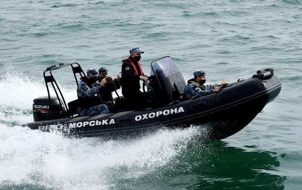 Морские пограничники провели учебные стрельбы