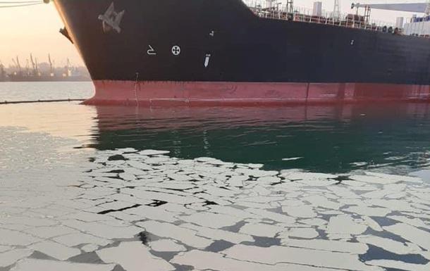 У порту Південний сталося аварійне забруднення вод