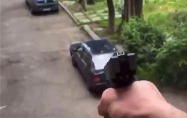 В Днепре подросток стрелял из окна по людям