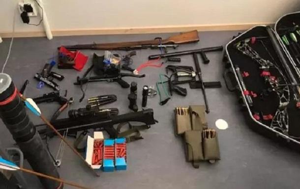 Озброєних  мисливців на зомбі  затримали на кордоні Швеції