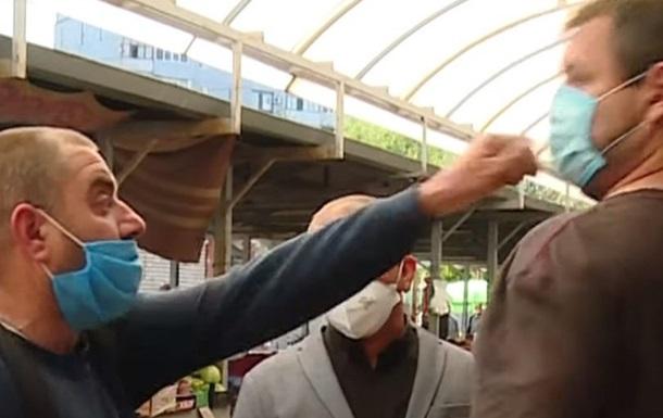 В Запорожье на рынке напали на журналистов