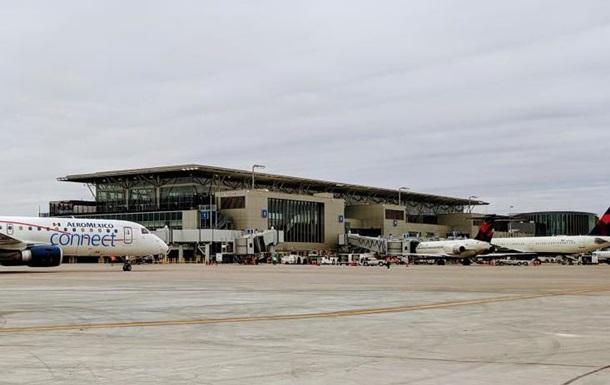 В США самолет насмерть сбил человека в аэропорту