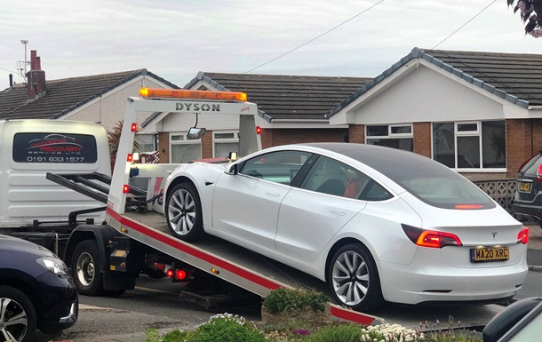 У новой Tesla Model 3 отвалился руль во время движения
