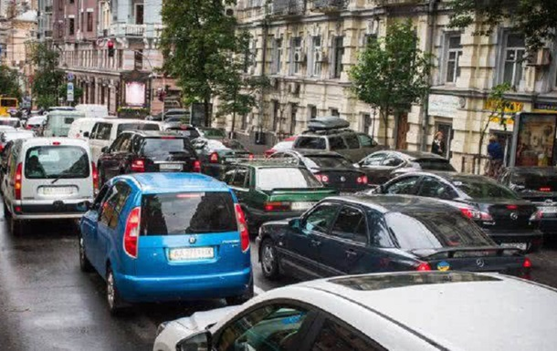 После смягчения карантина Киев сковало в пробках