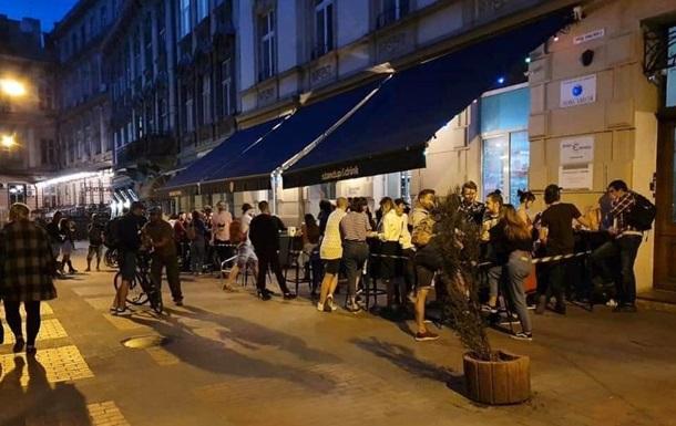 Во львовский паб пришла толпа посетителей после ослабления карантина
