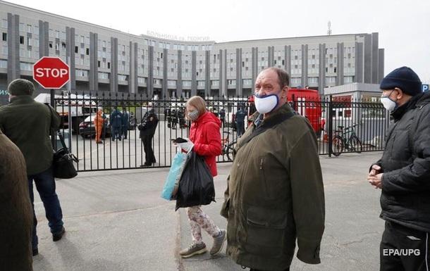 У РФ добовий приріст COVID-19 впав до 10 тисяч