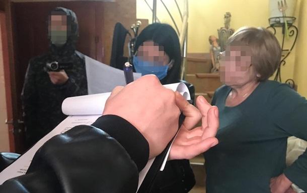 В Мукачево пенсионерка продавала школьникам наркотики
