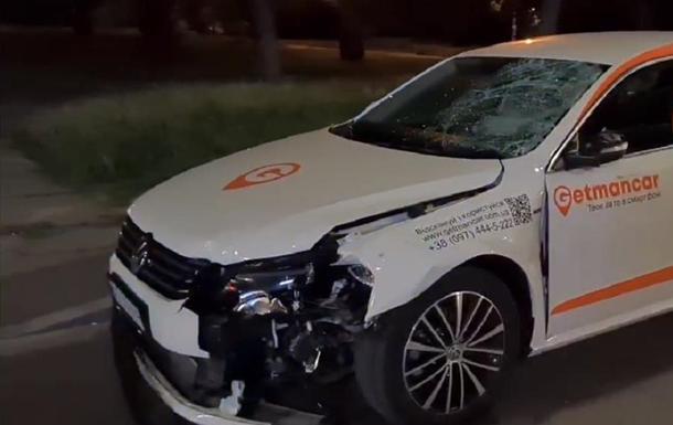 Пішохода в Києві збили відразу два авто