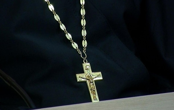 В Ровенской области оштрафовали священника за толпу на кладбище