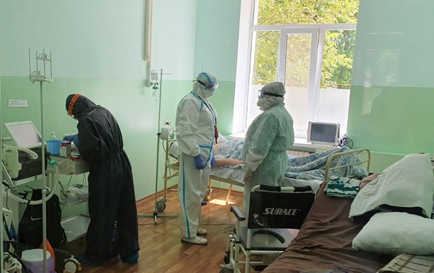 У Миколаєві всю ніч рятували пацієнта з COVID-19