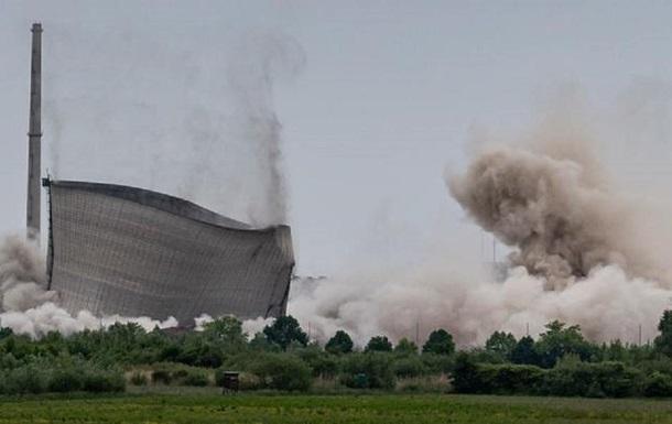 В Германии взорвали башни закрытой АЭС