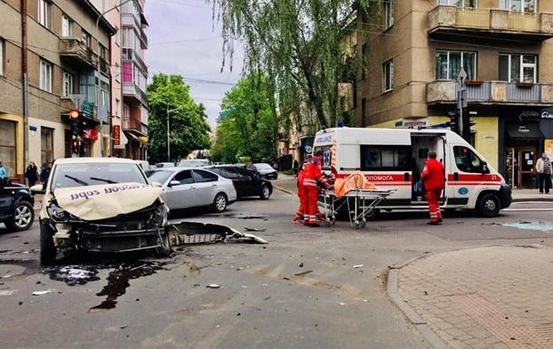 На Прикарпатті Volkswagen протаранив швидку, є постраждалі