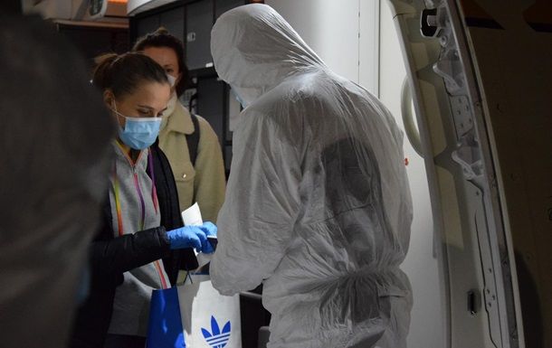 В Україну авіарейсами евакуювали майже 200 осіб