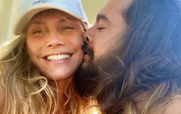 Хайди Клум топлес показала поцелуи с молодым мужем