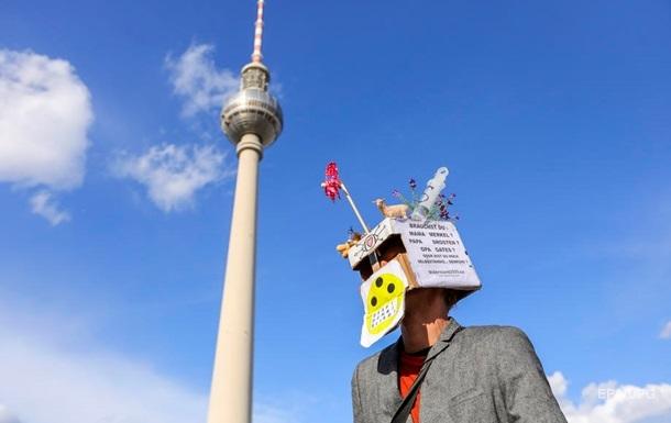 Власти Германии предостерегли от теорий заговора о COVID