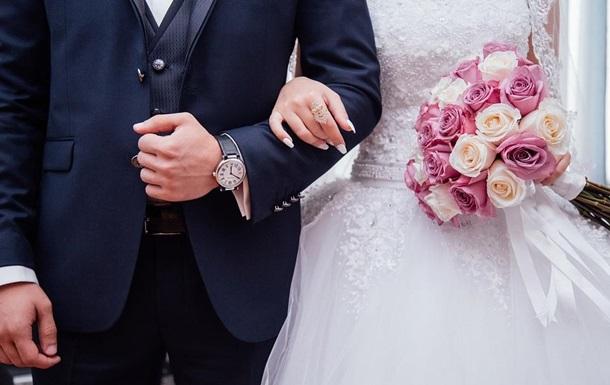 Фотограф  наказал  пришедшую на свадьбу в белом платье свекровь: фото