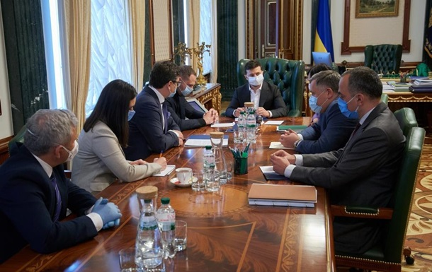 Зеленский собрал совещание по проблемам инвестиций