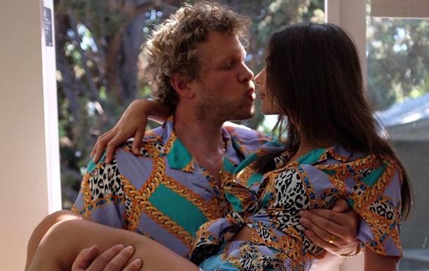 Полуголая Ратаковски показала интимное фото с мужем