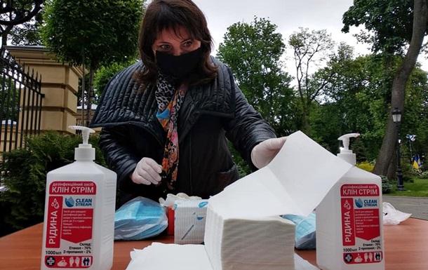 Рамки, маски, антисептики: идет подготовка к пресс-конференции Зеленского