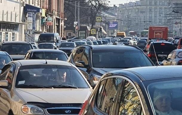 Киевляне не могут добраться на работу из-за пробок