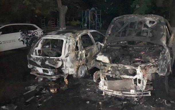 Ночью в Киеве сгорели автомобили