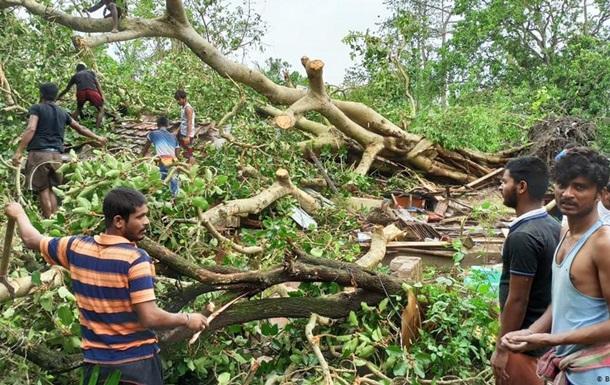 Зросла кількість жертв через циклон в Індії та Бангладеш