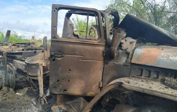 Появилось фото подбитого военного грузовика