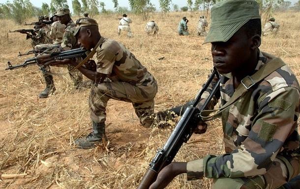 В Нигере 19 человек погибли при нападении боевиков на военный лагерь