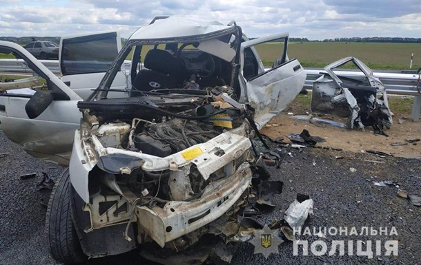 У Черкаській області чотири людини загинули в потрійній ДТП