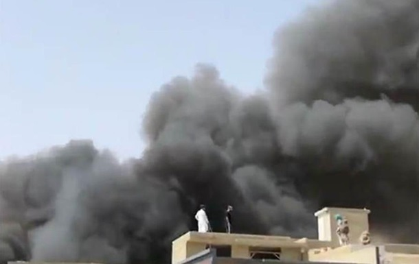 Момент авиакатастрофы в Пакистане попал на видео