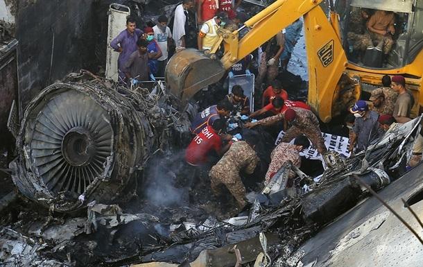 Крушение в Пакистане: 97 жертв и двое выживших