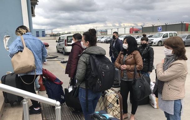З Туреччини до Одеси попрямував пором з евакуйованими українцями