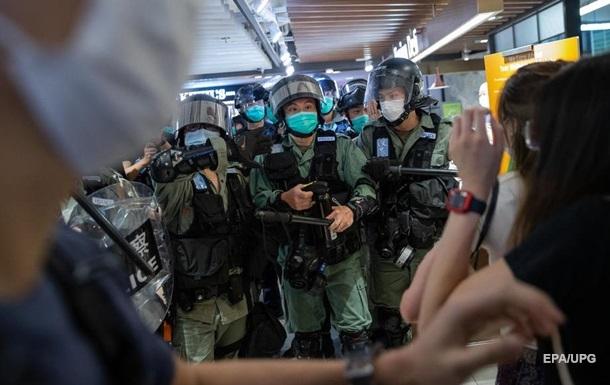 У Гонконгу проти мітингувальників застосували сльозогінний газ