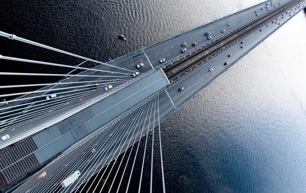 У Києві сталася аварія з конструкцією Південного мосту