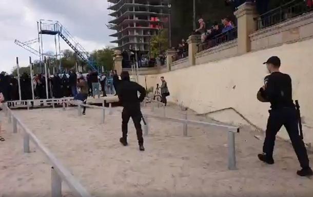 В Одессе на пляже возникли столкновения с полицией