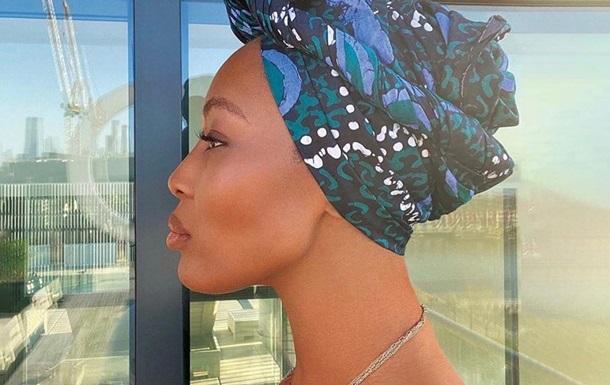 Наоми Кэмпбелл в честь Дня Африки выложила фото топлес