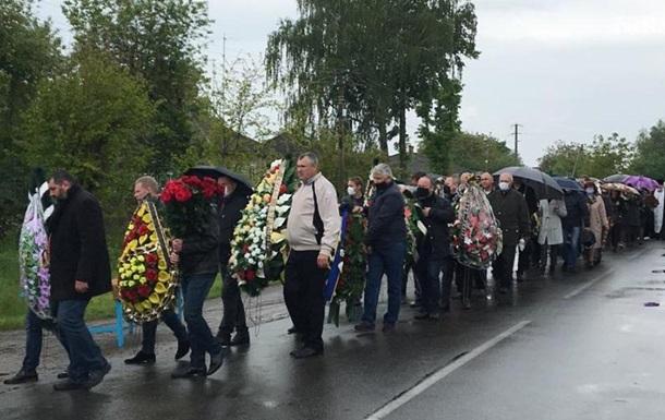 В Черниговской области похоронили нардепа Давыденко
