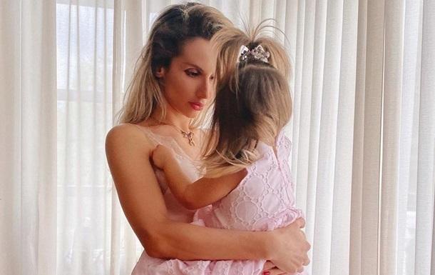 Лобода показала себя беременную в новом клипе