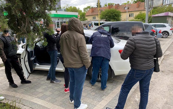 На Закарпатье налоговика-антикорупционера поймали на взятке