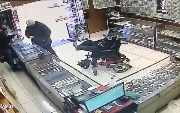 Інвалід-візочник здійснив напад на ювелірний магазин