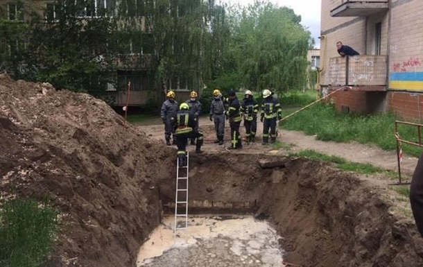 В Киеве нашли тело мужчины в котловане с водой