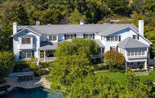 Катчер і Куніс продають особняк за $14 млн