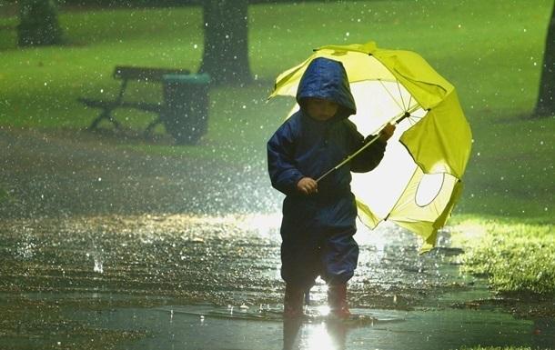 На выходных Украину будет заливать дождями