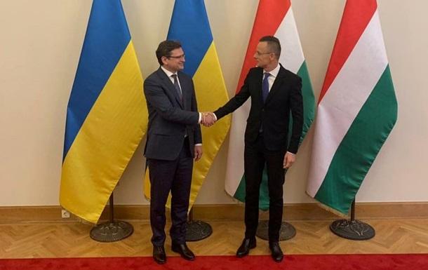 В Будапеште началась встреча Кулебы и Сийярто